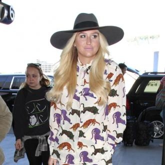 Kesha recalls Jerry Seinfeld hug embarrassment