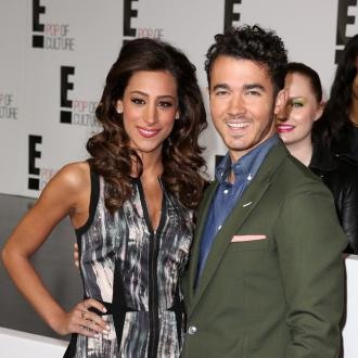 Kevin And Danielle Jonas Expecting Girl