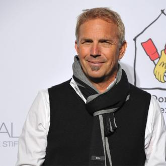 Kevin Costner Praises Chris Pine