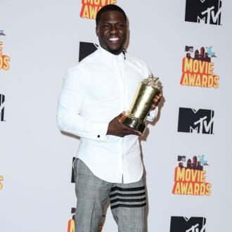 Kevin Hart runs 5K with fans