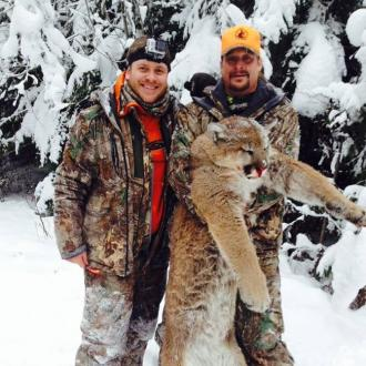 Kid Rock kills mountain lion and poses with corpse