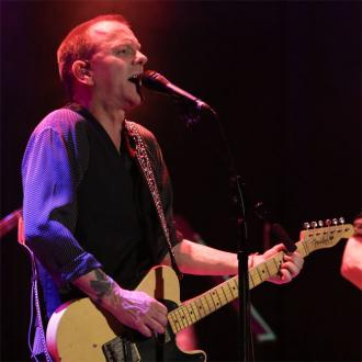 Kiefer Sutherland Has Post-gig Cigarette And Whisky Ritual