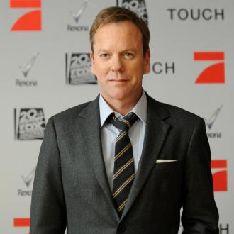 Kiefer Sutherland wishes Freddie Prinze Jr well