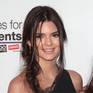 Kendall Jenner Slammed For Texting While Driving