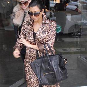 Pregnant Kourtney Kardashian Defends New Hair Colour