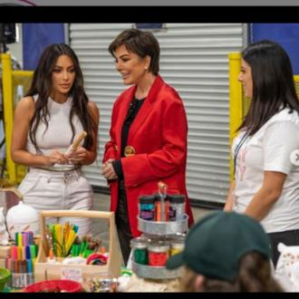 Kris Jenner hands out meals at food bank