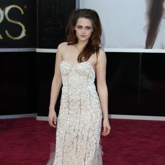 Kristen Stewart waiting for Robert Pattinson