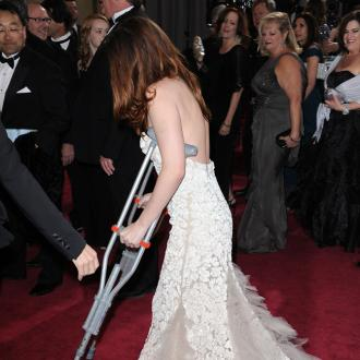 Kristen Stewart Nervous About Using Crutches At Oscars