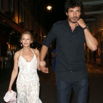 Kylie Minogue splits from Andres Velencoso