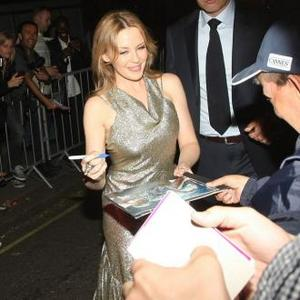 Kylie Minogue Wants 'Bum-off' With Pippa Middleton