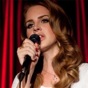 Friendless Singer Lana Del Rey