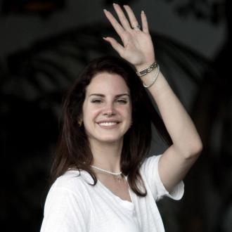 Lana Del Rey Likes Experienced Men