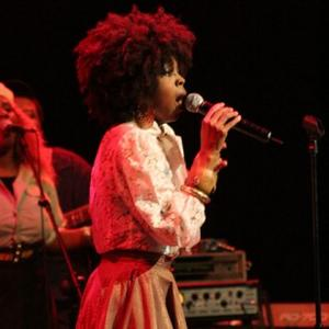 Lauryn Hill Gives Birth