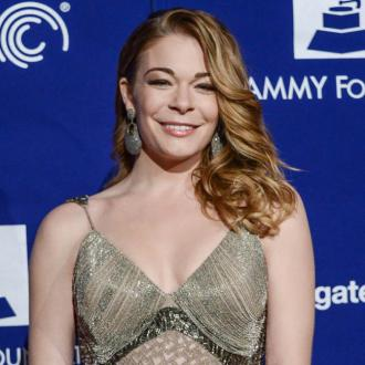 Leann Rimes Finds Snake In Backyard