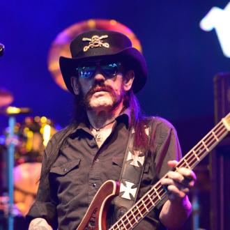 Slash pays tribute to Lemmy