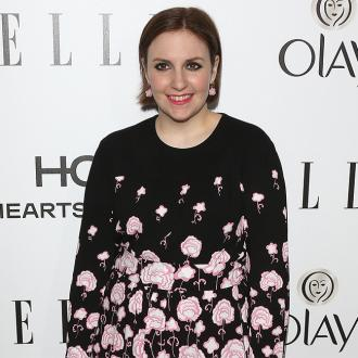 Lena Dunham auctions her top for $4,000