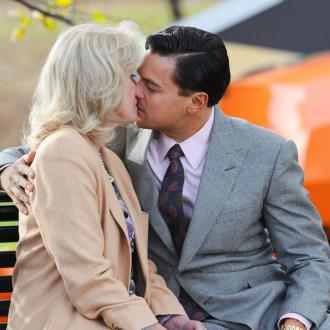 Leonardo Dicaprio 'S 27 Takes To Kiss Lumley