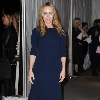 Leslie Mann owns 25-year-old loose powder