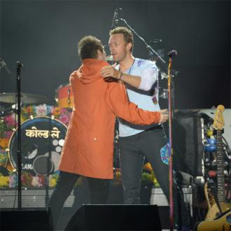 Chris Martin thanks Noel Gallagher for letting him play Oasis songs