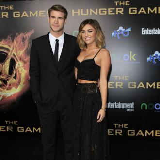 Miley Cyrus 'spies' on fiancé Liam Hemsworth