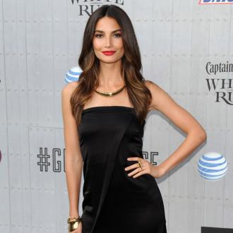 Lily Aldridge bulks up on salmon before a Victoria's Secret show