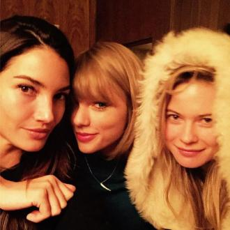 Taylor Swift Hangs Out With Victoria's Secret Angels
