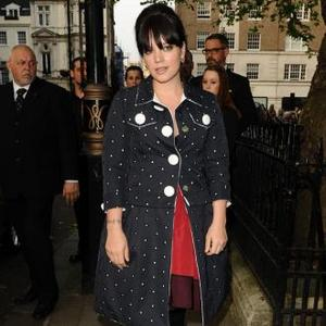 Lily Allen Gets Flowers Surprise