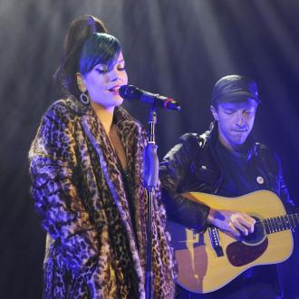 Lily Allen performs with Robbie Williams for charity