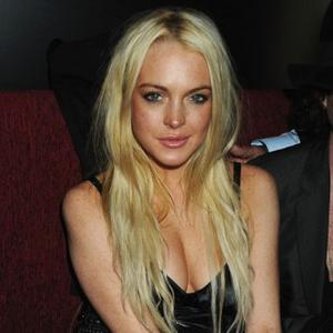 Lindsay Lohan's Father Supports Court