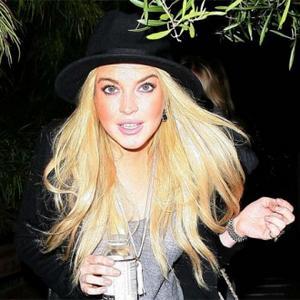 Lindsay Lohan Attacked By Waitress