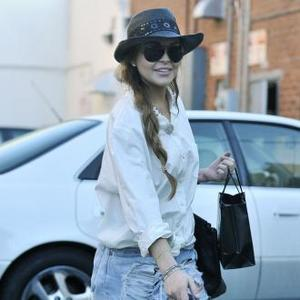 Lindsay Lohan Hits Back At Paparazzo