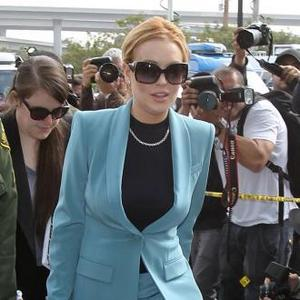 Lindsay Lohan Accused Of Wrecking Taylor's Trailer