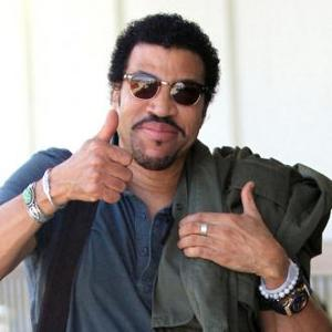 Lionel Richie's Hello Ice-breaker