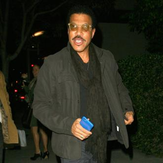 Lionel Richie doesn't track his kids