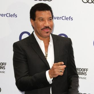 Lionel Richie Star-struck Over Barry Gibb At Silver Clef Awards