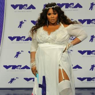 Lizzo buys lunch for healthcare workers