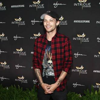 Louis Tomlinson signs with Syco
