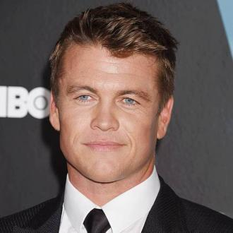 luke hemsworth wife