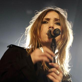 Lykke Li Covers Drake At London Show