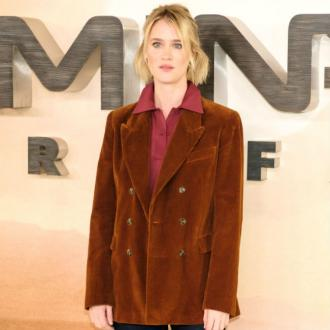 Mackenzie Davis reveals her self-confidence troubles