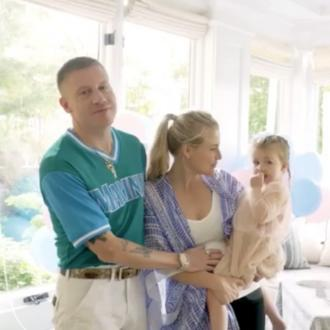 Macklemore to become a dad again