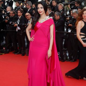 Mallika Sherawat Beaten Up In Paris