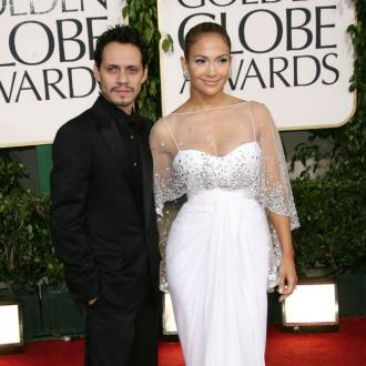 Jennifer Lopez and Marc Anthony kiss on stage