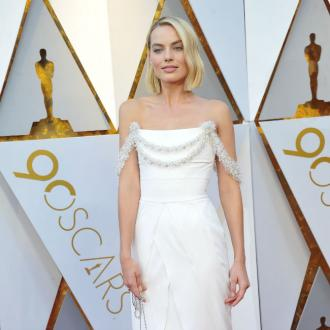 Margot Robbie Repaired Own Dress