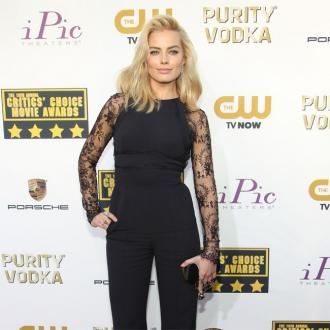 Margot Robbie's Legs Made To Look Longer?