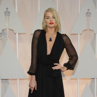 Margot Robbie debut new hair at Oscars 2015