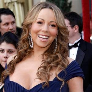 Mariah Carey Sings Christmas Duet With Her Mother