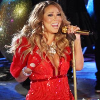 Mariah Carey Loses Shoe And Cries On Stage In New York