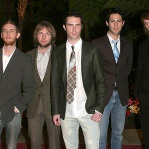 Maroon 5 Get Fans To Write Track