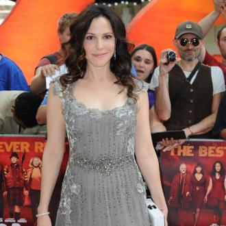 Mary-Louise Parker's RED 2 car crash